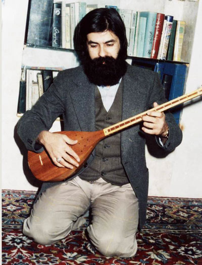 Seyed Khalil Alinejad playling on Kurdish Tanbour